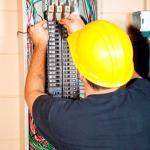 Montagem de quadros elétricos industriais